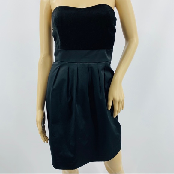 Banana Republic Dresses & Skirts - Banana Republic Strapless Little Black Dress